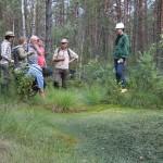 Aptarti durpinių užtvankų privalumai ir trūkumai/Strong and weak points of peat dams were discussed in Cena mire complex